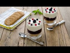 Cheesecake cu fructe de padure la pahar   JamilaCuisine Cheesecakes, Panna Cotta, Deserts, Dessert Recipes, Pudding, Meals, Cookies, Sweet, Ethnic Recipes