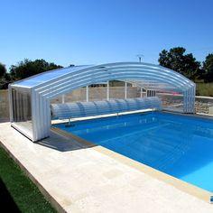 ABRI DE PISCINE MI-HAUT installé sur une piscine 10 x 5 mètres en Charente (16), à proximité de Cognac. Pools, Villa, Outdoor Decor, Home Decor, Screened Pool, Amazing Swimming Pools, Gardens, Top, Decoration Home