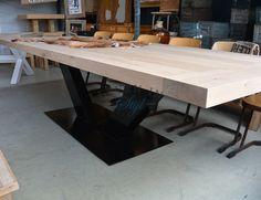 <p>De stoere eiken tafel Grande is een geweldig opvallende tafel die niet misstaat in de industri�le ruimte maar ook zeker niet in het landelijk interieur. Dankzij de zee van ruimte rondom deze eikenhout tafel is hij ook zeer geschikt voor gebruik door bedrijven als vergadertafel, kantinetafel of kantoortafel.</p>
