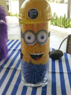 Cute decoration for Minion party. Some green & small flowers for luau minion?  Despicable Fabi   CatchMyParty.com