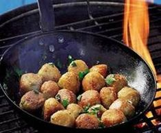 With a cast-iron pan, you can make these snacks on the braai. Braai Recipes, Snack Recipes, South African Recipes, Ethnic Recipes, Rice Balls, Skillet Meals, Savory Snacks, Cooking Classes, Fried Rice