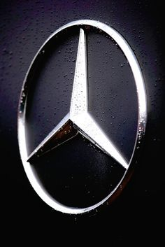 Classic cars can perfectly function as a fashion accessory, and there's no doubt these luxury items continue to break boundaries at auctions. Especially Mercedes. Mercedes World, Mercedes G Wagon, Mercedes Benz Models, Mercedes Benz Logo, Mercedes Benz Cars, Amg Logo, Mercedes Benz Wallpaper, Mercedez Benz, Apple Watch Faces