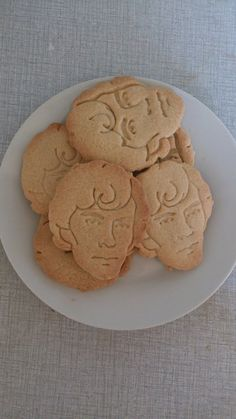 Cumberbatch of Sherlock cookies.i wouldn't want to eat them. Sherlock Fandom, Sherlock Holmes, Benedict Cumberbatch, Biscuits, My Sun And Stars, 221b Baker Street, Johnlock, Geek Out, Martin Freeman