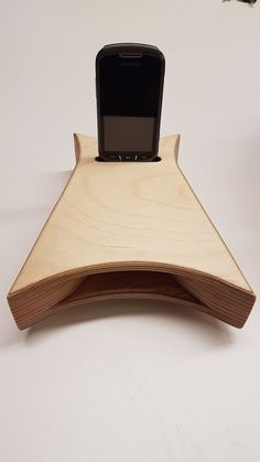 Made by Jorge Pereira Diy Phone Stand, Ipad Stand, Stem Projects, Metal Projects, Wooden Lamp, Wooden Diy, Cement Crafts, Wood Crafts, Smartphone