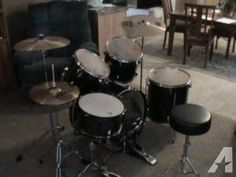 Barely used Pearl drumset with double bass GREAT DEAL - $350 (Hutchinson)