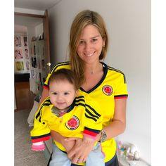 Mi gringuita  @lunafalla gracias a Dios es colombiana y puede disfrutar del buen fútbol y de la historia que están escribiendo los guerreros en el campo. Estamos listas, en las buenas y en las malas somos de las que creemos!!! Vamos equipo!!!!!!!