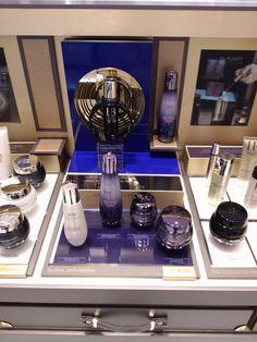 Helena Rubinstein HR Luxury Exclusive Cosmetics Skincare Bar Wood Brush Metal Glorifier 3D Podiums Acrylic Counter Gold Leather Drawers Lane Crawford Hong Kong POS POP Led Lighting Yamei Group