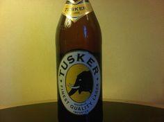 Cerveja Tusker Lager, estilo Standard American Lager, produzida por East African Breweries, Quênia. 4.2% ABV de álcool.