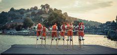 Joute sur echasses au confluent de la Meuse et de la Sambre à Namur. Charles Quint, Most Beautiful Cities, Old Things, World, City, Old Town, Photo Galleries, Belgium, Cities