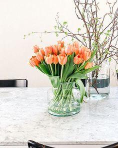 Spring inside. . . . #springvibes #tulipsofinstagram #freshblooms #weeklyblooms #flowerstagram #flowerlove #decoratewithplants #osterbaum #blumenliebe #tomflowers #tulpenliebe Fork, Tulips, Glass Vase, Spring, Flowers, Instagram, Blog, Home Decor, Decoration Home