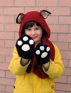Free Knitting Pattern for Fox Scoodie with Paw Pockets - This hooded scarf by Lion Brand Yarns features a hood with fox ears and pockets that look like paws. There is also a crochet version as well. Appliques Au Crochet, Crochet Cowl Free Pattern, Knitting Patterns Free, Free Knitting, Free Crochet, Crochet Patterns, Scarf Patterns, Knitting Tutorials, Loom Knitting