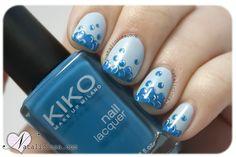 unas uñas pintadas azules burbujitas burbujas Nataliciosa.com