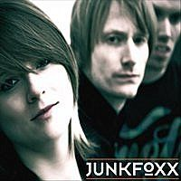 "Hard Rock Nights Under Further Review: JUNKFOXX – ""Smokey Red"" EP » HARD ROCK NIGHTS"