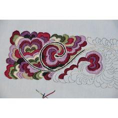 Bilderesultat for beltestakk skjorte krage Crewel Embroidery, Machine Embroidery, Embroidery Designs, Folk Costume, Costumes, Traditional Dresses, Scandinavian Design, Fingerless Gloves, Needlepoint
