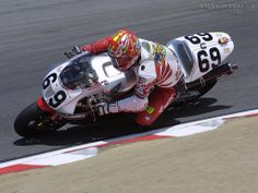 Nicky Hayden piloting a 2002 Honda Shiny side up Nicky, shiny side up. Motorcycle Racers, Racing Motorcycles, Gp Moto, Soichiro Honda, Nicky Hayden, Cafe Bike, Motor Speed, Sportbikes, Cbr