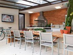 Duas varandas gourmet: uma em casa outra em apartamento, com equipamentos e materiais de primeira, publicado em Casa Claudia