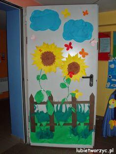 Słoneczniki - dekoracja drzwi przedszkolnej szatni  #lubietworzyc #DIY #handmade…
