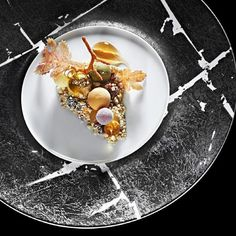 A mind blowing dessert by chef Heston Blumenthal where you can find at his restaurant The Fat Duck ! by expertfoods Köstliche Desserts, Delicious Desserts, Yummy Food, Food Design, Fat Duck Restaurant, Heston Blumenthal, Duck Recipes, Food Tasting, Molecular Gastronomy