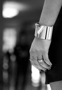Pulsera de Louis Vuitton, anillos varios de Dinh Van y Tous
