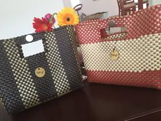 This beautiful modern handbags, a very good example how this completely original handcrafted bags can have a place in this 2015 summer fashion. For other designs prices and colors: https://www.facebook.com/pithaya.mx pithaya.mx@outlook.com