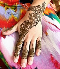 Arabic Mehendi Designs - Check out the latest collection of Arabic Mehendi design ideas and images for this year. Arabic mehndi designs are the most fashionable and much in demand these days. Pretty Henna Designs, Henna Art Designs, Mehndi Designs For Girls, Mehndi Designs 2018, Modern Mehndi Designs, Mehndi Designs For Fingers, Wedding Mehndi Designs, Mehndi Design Pictures, Mehndi Images Simple