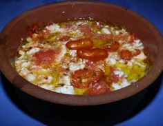 The Bougiourdi is a unique delicacy for those who love cheese. Made in the oven by means of a small ceramic pan. The main ingredients are feta cheese,. The Kitchen Food Network, Greek Recipes, Stuffed Green Peppers, Food Network Recipes, Feta, Macaroni And Cheese, Spicy, Food And Drink, Appetizers