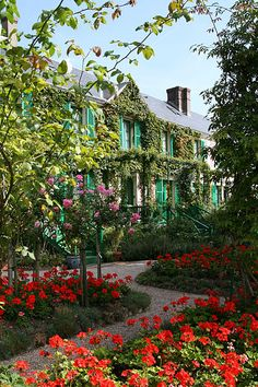 Monet's pink stucco home in Giverny (photo from Wiki Commons Remi Jouan author)