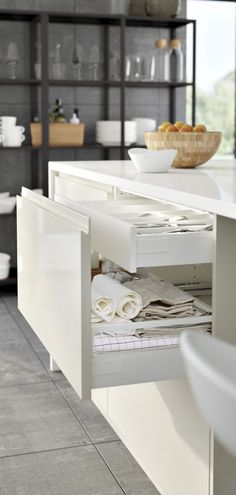 IKEA Kitchen METOD Brochure Drawers could be useful but the sides on the bottom one are way too low and create lots of wasted space Old Kitchen, Kitchen Hacks, Kitchen And Bath, Kitchen Dining, Kitchen Cabinets, Kitchen Drawers, Howdens Kitchens, Home Kitchens, 2017 Kitchens