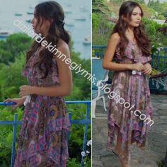 Kara Sevda - Nihan (Neslihan Atagül), Floral Dress Casual Outfits, Summer Outfits, Fashion Outfits, Summer Dresses, Turkish Fashion, Turkish Actors, The Dress, Kara, Tie Dye Skirt