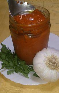 Ingredientes: 4 ñoras 6 o 7 ajos 4 tomates maduros Perejil Aceite de oliva extra virgen 1 cucharada de pimentón dulce Caldo de pes...