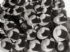 The first day of school, photography by Otto Steinert, in Portugal. - The first day of school, photography by Otto. Martin Munkacsi, Herbert List, Gordon Parks, Saul Leiter, Vintage Photography, Art Photography, School Photography, Street Photography, Old Photos