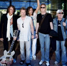 areosmith | Aerosmith in 2007: (Left to right) lead guitarist Joe Perry, Joey ...