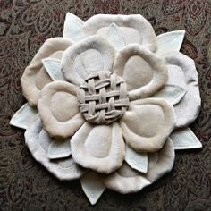 A tutorial and PDF to recreate the iconic Tudor rose in fabric. Fake Flowers, Silk Flowers, Fabric Flowers, Fabric Crafts, Sewing Crafts, Sewing Projects, Tudor Rose, Landsknecht, Fabric Embellishment