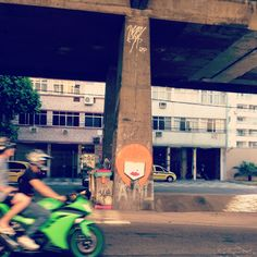''Ruivinha'' Grafite que fiz no Rio Comprido inspirado na Julia Hirszman, minha amiga ruiva de verdade. Ela é uma mulher determinada, forte, cativante e muito solar. Quanto mais eu convivo com ela, mais vontade eu tenho de conviver e descobrir as surpresinhas desse ruivismo todo. Um beijo para todas as ruivas!