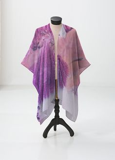 This sheer kimono-style wrap comes to the knee and drapes beautifully over a swimsuit or summer dress. Perfect for festivals or the beach. Vida Design, Kimono Top, Kimono Style, Kimono Fashion, Ten, Beach Artwork, Swimsuits, Summer Dresses, The Originals