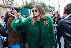 Best Street Style Photos of Paris Fashion Week Fall 2016 Best Street Style, New York Fashion Week Street Style, Cool Street Fashion, Fur Fashion, Fashion Photo, Paris Fashion, Ootd Fashion, Womens Fashion, Trends