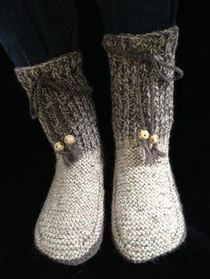 Chaussons en laine pour adulte vraiment très chaud pour cet hiver ! Le dessous de pied est sans couture, pour être plus confortable à la marche