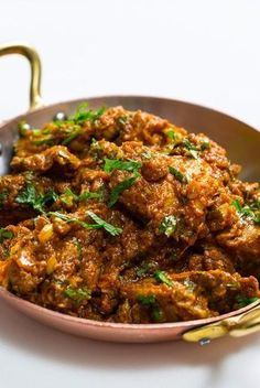 Michelin-starred chicken bhuna recipe (bhuna murgh) from Tamarind head chef, this is Indian comfort food at its best.A Michelin-starred chicken bhuna recipe (bhuna murgh) from Tamarind head chef, this is Indian comfort food at its best. Chicken Tikka Masala Rezept, Asian Recipes, Healthy Recipes, Healthy Food, Healthy Indian Food, Indian Food Recipes Easy, Healthy Indian Curries, Spicy Food Recipes, Cheap Recipes