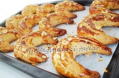 KAKAOLU AY ÇÖREĞİ Bir çok Ay Çöreği tarifi denedim, tecrübeler sonucunda bu tarif ortaya çı... Pastry Recipes, Dessert Recipes, Desserts, Turkish Recipes, Bagel, Shrimp, Food And Drink, Sweets, Meat