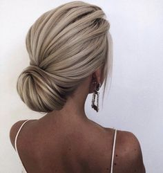 Gorgeous Wedding Hairstyles For The Elegant Bride – Fashion Reporter.TV Gorgeous Wedding Hairstyles For The Elegant Bride Fabulous chignon hairstyle – wedding updo Peinado Updo, Chignon Hairstyle, Hairstyle Ideas, Low Bun Updo, Easy Hairstyle, Easy Side Updo, Easy Updo, Wedding Hair Inspiration, Wedding Ideas