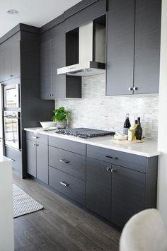 Cool 25 Modern White Kitchen Cabinets and Backsplash Design Ideas https://hgmagz.com/25-modern-white-kitchen-cabinets-and-backsplash-design-ideas/