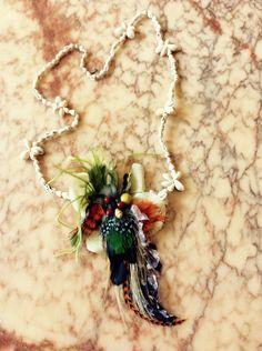 Sautoir coquillage plumes exotique : Collier par claudeplume