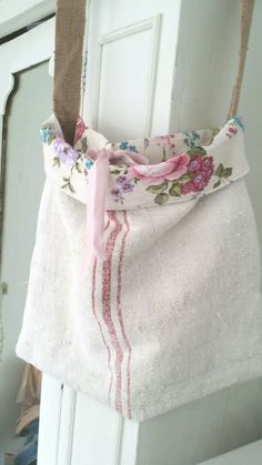 Grainsack bag with floral lining