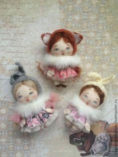 Кукольный мир: выкройки, одежда, миниатюра Waldorf Crafts, Waldorf Toys, Fabric Dolls, Fabric Art, Christmas Clay, Travel Toys, Doll Painting, Soft Dolls, Doll Patterns