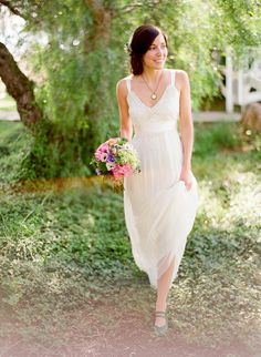 LOVE this dress and the bouquet