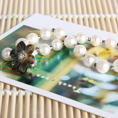 8-9mm White Pearl Bracelet Sea Shell Flower Magnetic Clasp Pearl Size :8-9mm Defects degrees: Basic Flawless Accessories: sea shell flower, Small silver beads + magnetic clasp Color: White Roundness: Round Brightness Length: 23CM