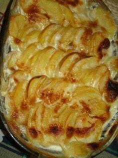 Plech, nebo zapékací mísu vymažeme máslem s prolis. česnekem-1/8 másla + 8 stroužků česneku, dále mí...