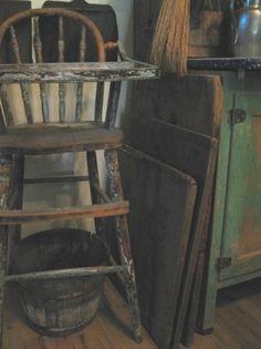 Stack of dough boards of HighButtonShoe farmhouse. Primitive Homes, Primitive Kitchen, Primitive Antiques, Country Primitive, Prim Decor, Country Decor, Rustic Decor, Vintage High Chairs, Old Chairs