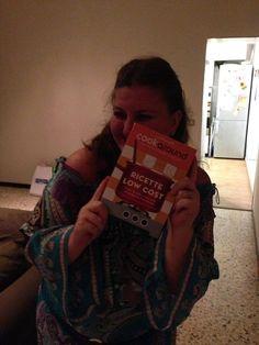 Clara ha ricevuto il suo regalo! Siamo noi!  #cookaround #libro #cucina #lowcost #bur #rizzoli
