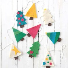 DIY Christmas tree garland easy | DIY holiday decoration by @itsalwaysautumn | Felt tree garland